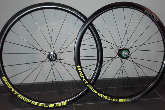 Roues Cyclo-cross DUKE Baccara 35 SLS Carbone Tubless, moyeux Hope RS4 Disc Centerlock, rayons Sapim CX Ray
