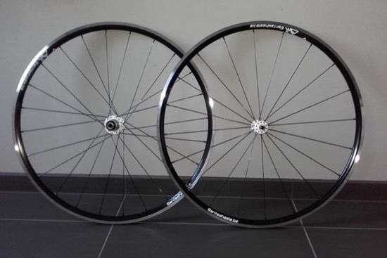 Roues route NoTubes Alpha, moyeux Novatec White, rayons DT Revolution